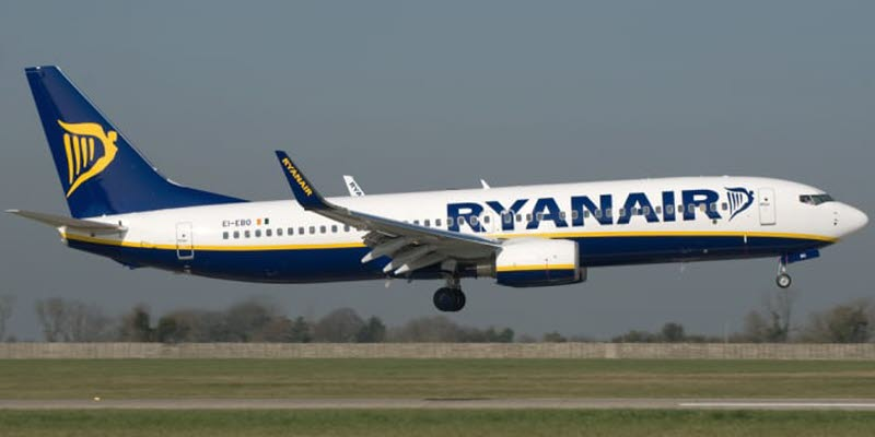 A plane from Ryanair