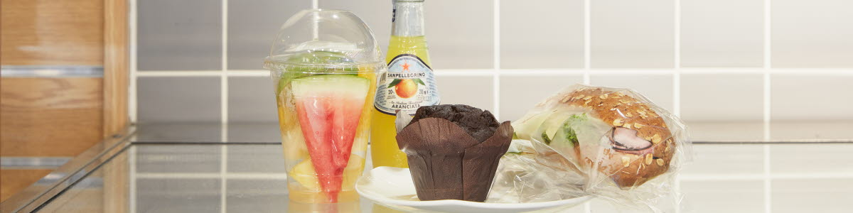 Muffin, sandwich, fruit anc juice