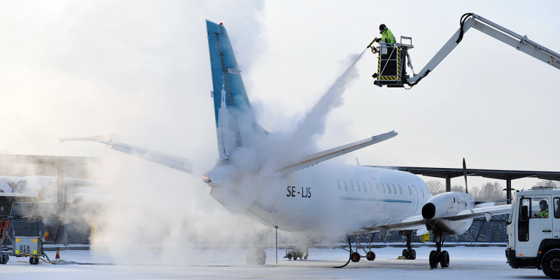 Defrostning of an airplane